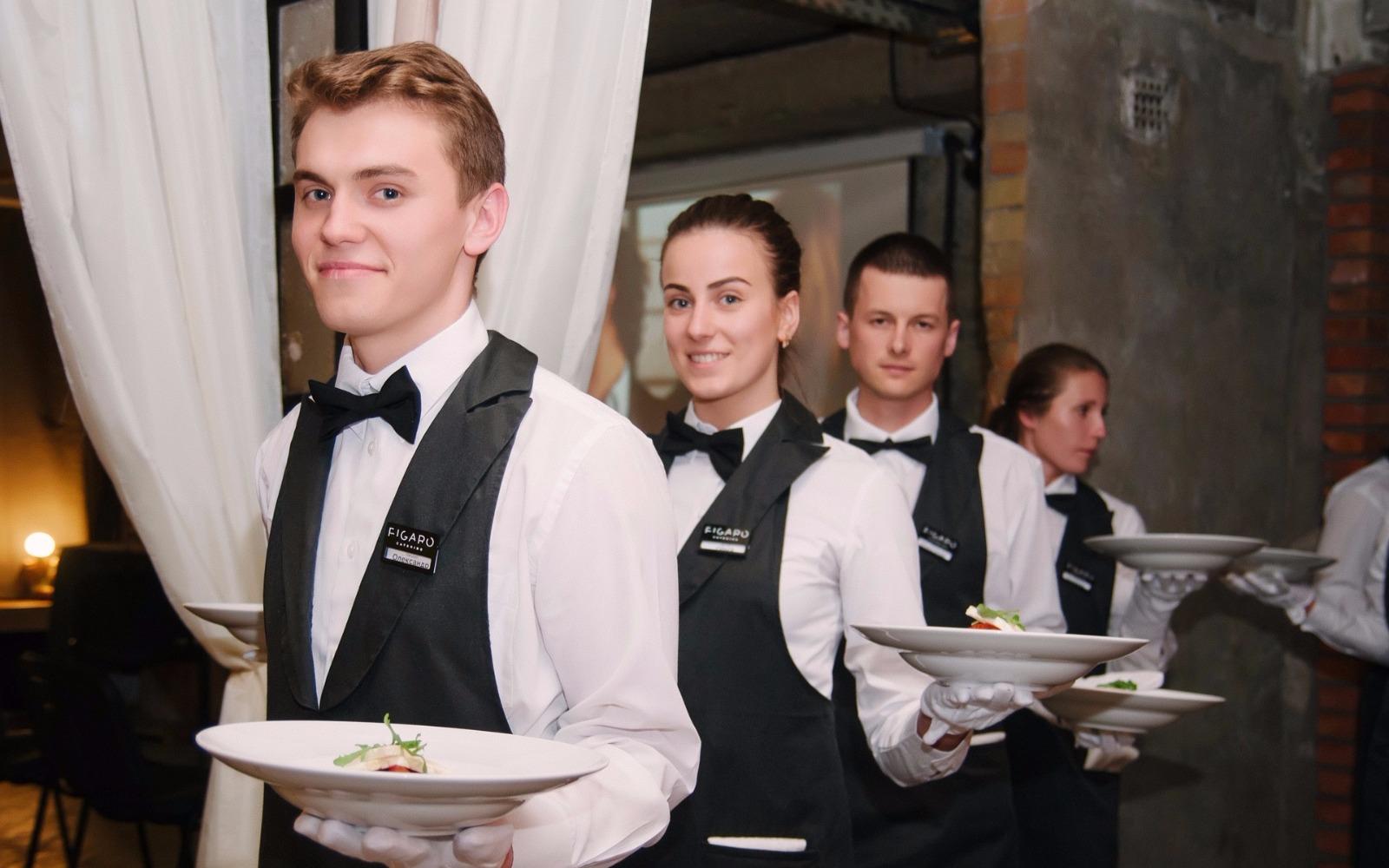 суровых погодных о брайнс на королева фото официанты каждого них
